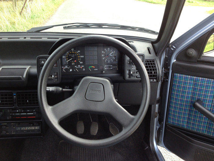 1988 Fiat Uno 60 Super Dashboard Steering Wheel