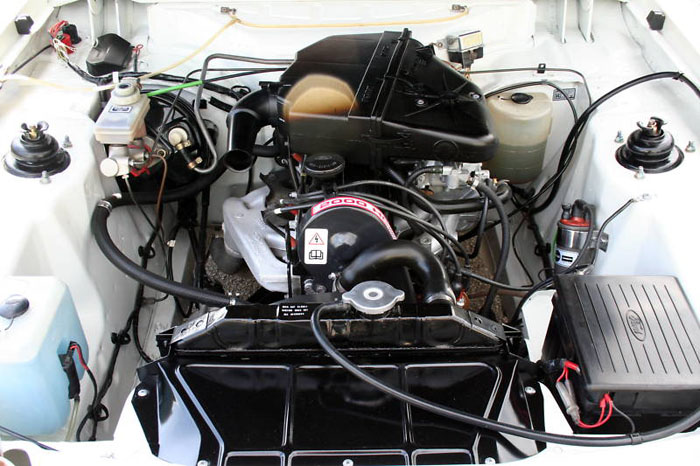 1985 concours ford capri 2.0 laser engine bay 2