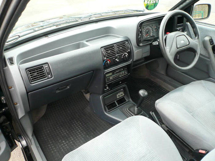 ford orion 1.6 ghia interior 1