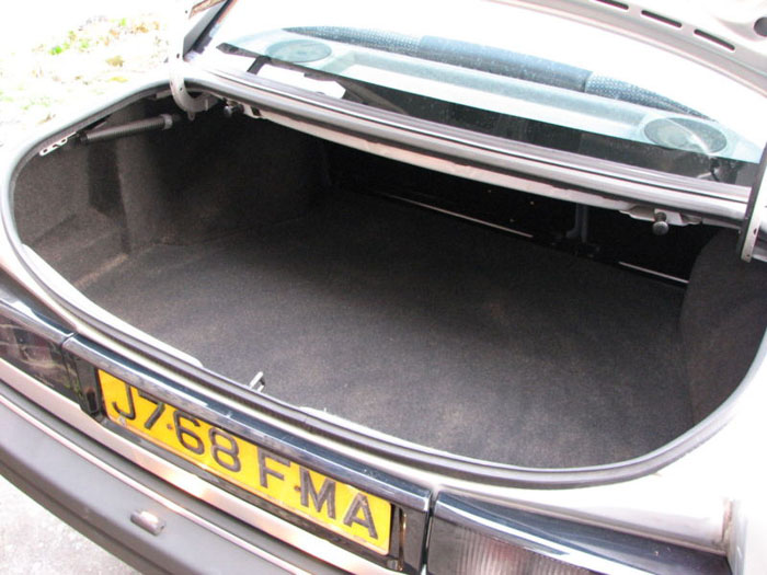 1992 ford sierra sapphire chasseur boot