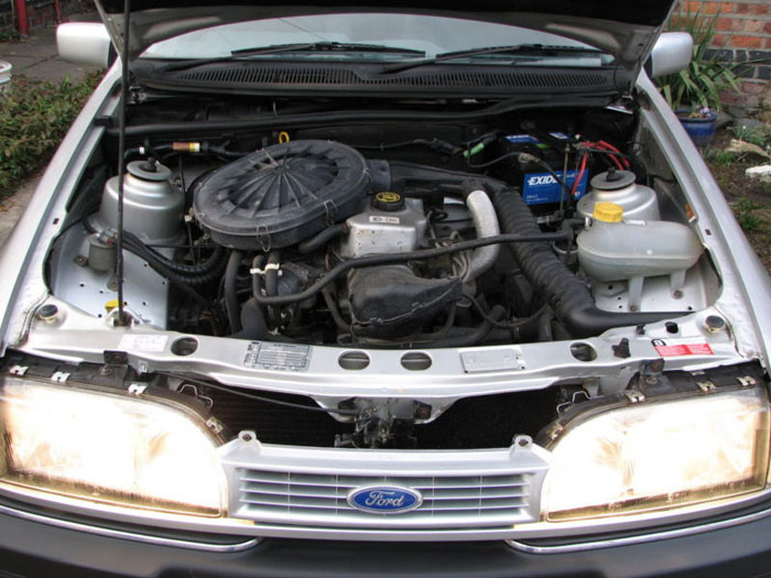 1992 ford sierra sapphire chasseur engine bay