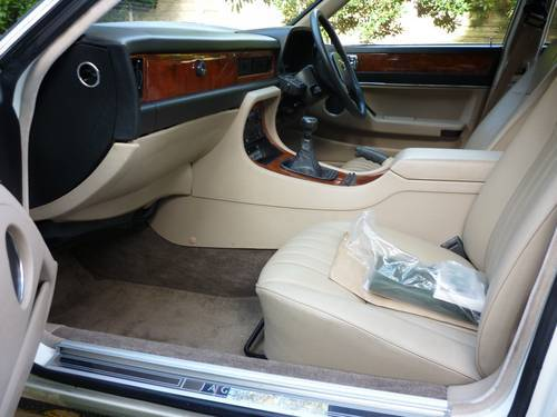 1987 jaguar xj6 white interior 2
