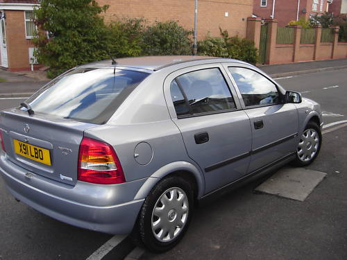 featured cars vauxhall astra 2000 vauxhall astra club auto grey ref 134. Black Bedroom Furniture Sets. Home Design Ideas